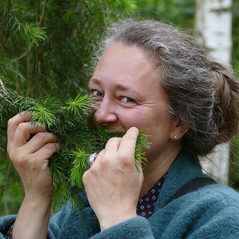 Bild Veranstaltungen - WildkräuterWandern & Singen in der Natur - Porträt Gabi Sussdorf, Foto: Christine Hahne, Jeber-Bergfrieden